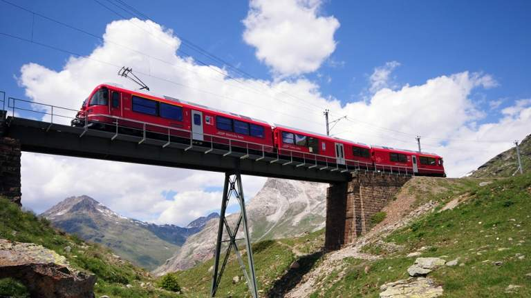 Bernina Express auf dem Bernina Pass
