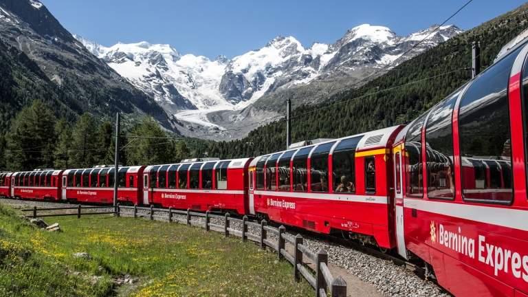 Der Benina Express bei der Fahrt in der Montebellokurve