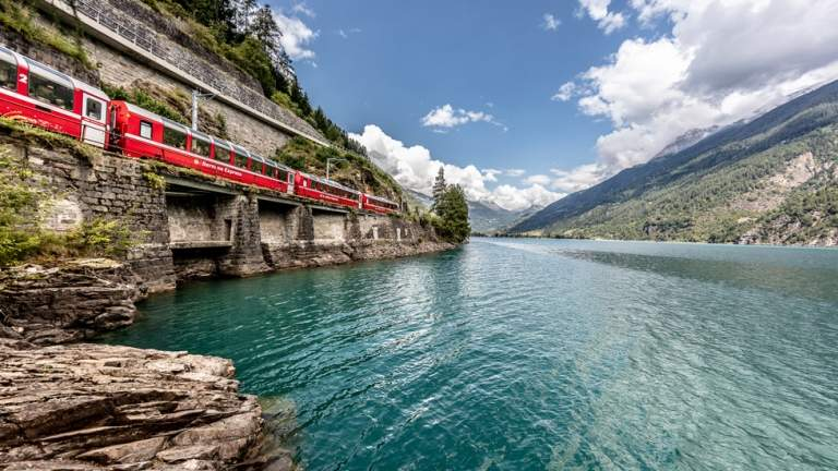 Der Bernina Express in Poschiavo