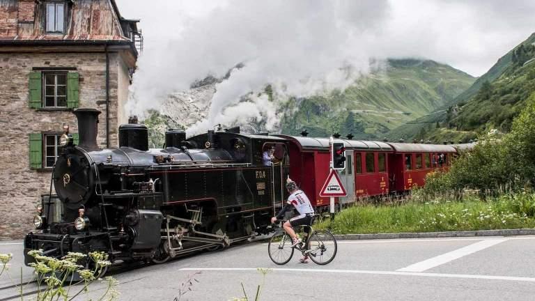Mit der Furka Dampfbahn über den Furkapass im Sommer