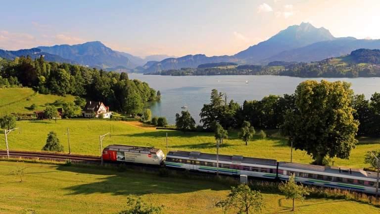 Mit dem Voralpen-Express - Highlights hoch 11 von Schaffhausen nach Rapperswil im Sommer