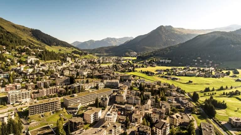 Aussicht auf Davos Dorf und das Hotel Intercontinental