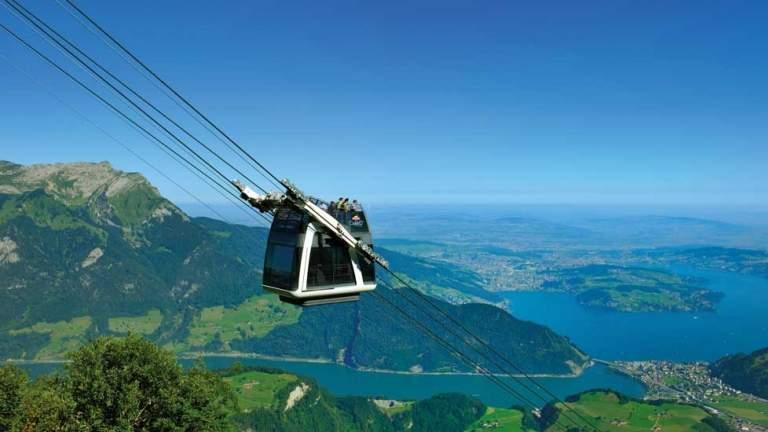 Aussicht über die Zentralschweiz mit Stanserhorn CariO-Seilbahn