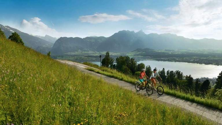 Velotour am Thunersee im Sommer